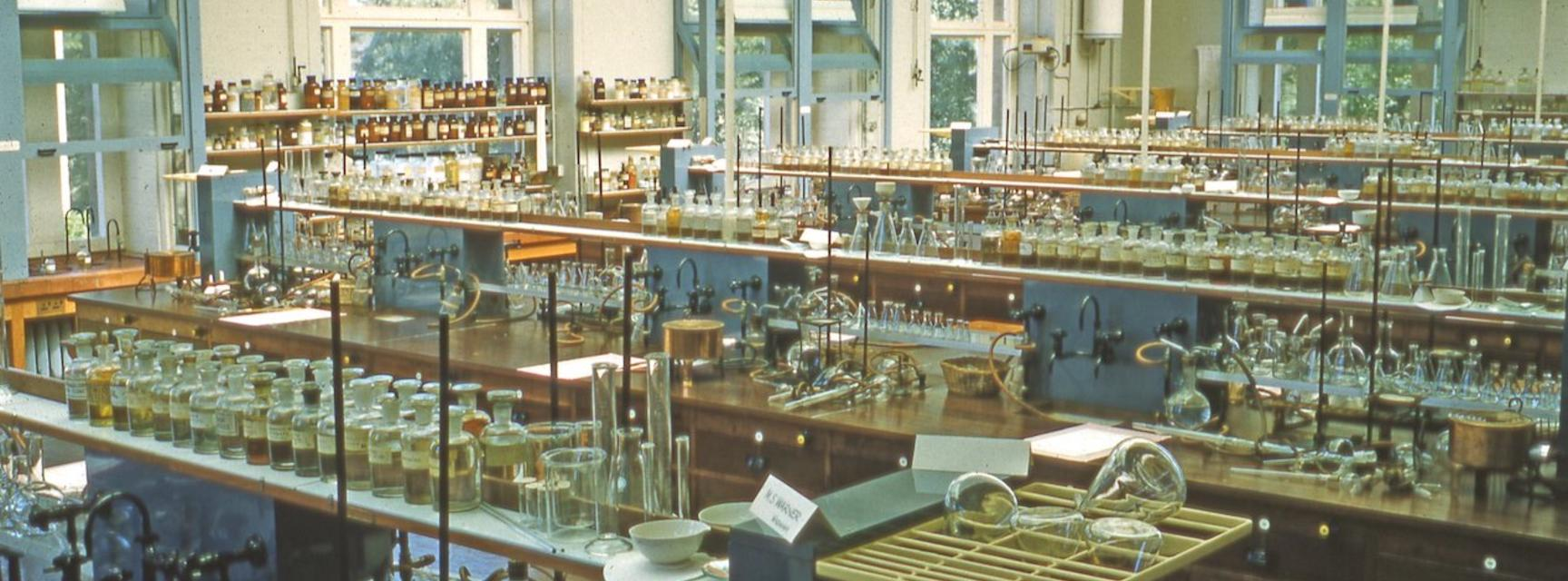 Photo of the inside of the Dyson Perrins Organic Teaching Laboratory